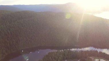 Alaska'da dağ nehir — Stok video