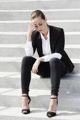 Businesswoman sitting on steps — Stock Photo