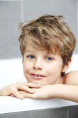 Boy smiling in bath — Foto Stock