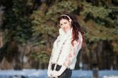 Pretty caucasian woman in a winter park with sun — Stockfoto