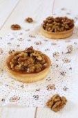 French confectionery: Walnut caramel tart — Zdjęcie stockowe
