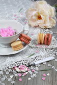 Valentine's Day: Romantic tea drinking with macaroon and hearts — Stock Photo