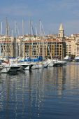 France, Marseille: reflections of masts in the old port — Stock Photo