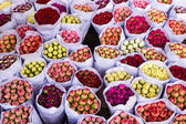 Bouquets of flowers are at the flower market in Hong Kong (China) — Stock Photo