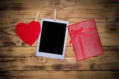 Valentines background with red heart and gift. — Stock Photo