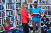 学習の学生のグループ — ストック写真