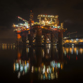 Repair of the oil rig in the shipyard. — Stock Photo