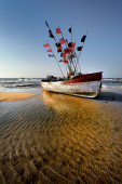 Boat on the beach at sunrise time — Stock Photo