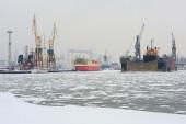 Ship to dock at the shipyard in Gdynia, Poland. — Stockfoto