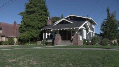 Suburban Home — Stock Video