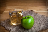 Apple juice with apples on wooden background — Stock Photo