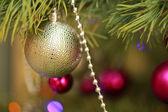 クリスマス装飾ゴールデン ボール — ストック写真