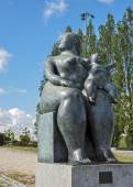 "Portugal, Lisbon . Fernando Botero sculpture ""Motherhood "" — Stock Photo"