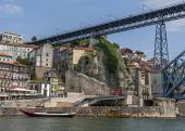 Portugal, Porto. The Luis I bridge  is a metal arch bridge — Stock Photo