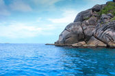 Sea island beach clear water bay coast landscape blue sky for relaxation — 图库照片