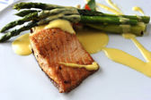 Baked salmon and asparagus — Stock Photo