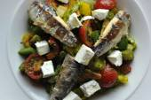 Sardine fillet with chopped vegetables — Foto Stock