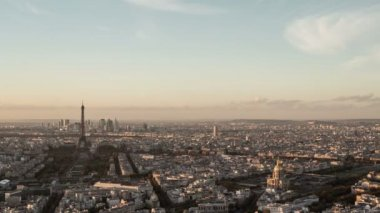 Day-to-night timelapse overview of Paris city seen from above. — Stock Video