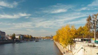 Panning establishing shots of the museum orsay in Paris. — Stock Video