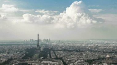 Paris Cityscape timelapse overview of the city, dolly out, zooming outward — Stock Video