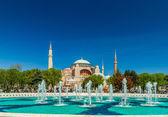 Hagia Sophia mosque in Sultanahmet Square, Istanbul, Turkey. — Stock Photo