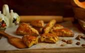 Pumpkin scones with walnuts — 图库照片