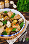Baked chicken legs with potatoes, champignon and cauliflower — Stock Photo