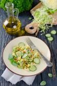 Salatalık ve havuç lahana salatası — Stok fotoğraf