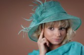Portrait of a young elegant woman in a turquoise Hat — Stock Photo