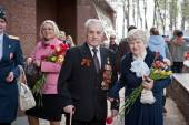 UFA,RUSSIA - MAY 9, 2013. Couple of World War II veterans smile to camera in Victory Park during festivities devoted to Victory Day on May 9 at Ufa — Stock Photo