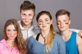 Four teenagers with flags drawn on the faces — Stockfoto