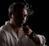 Portrait of pipe smoker — Stock Photo