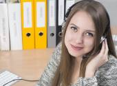 Young smiling customer support operator — Foto Stock