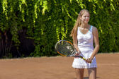 Smiling tennis athlete on play-field — Stock Photo