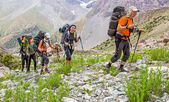 People traveling in mountains — Stock Photo