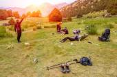 Hikers break on grassy lawn — Stock Photo
