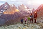 People on mountain pathway — Stock Photo