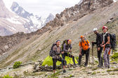Alpine climbers team and camp — Stock Photo