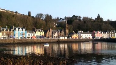Tobermory harbour in Scotland — Stock Video