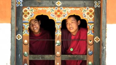 Two young Monks Chimi Lhakhang Monastery — Stock Video