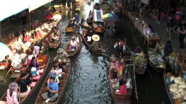 Bangkok's busy Outdoor Floating Market — Stockvideo