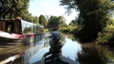 Canal boats in the countryside — Stock Video