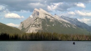 Mountain Rundle and Vermillion Lake — Stock Video