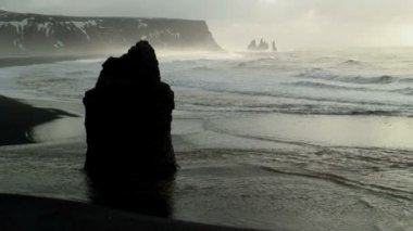 Stack and the beach of black lava — Vídeo de stock