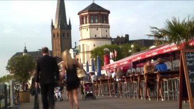 People walking in Dusseldorf — Stock Video