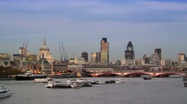 River Thames & London Skyline — Stok video
