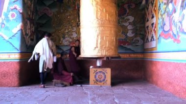 Prayer wheel Buddhism spinning the wheel — Stock Video