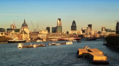 River Thames & London Skyline — Stockvideo