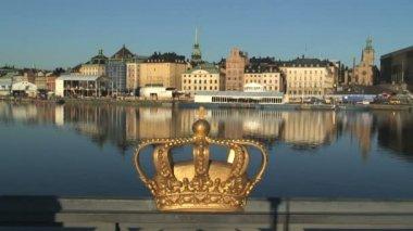 Royal crown on Skeppsholmen Bridge — Stock Video