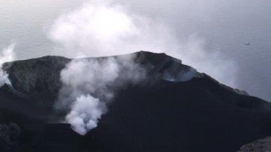Stromboli vulkan i italien — Stockvideo